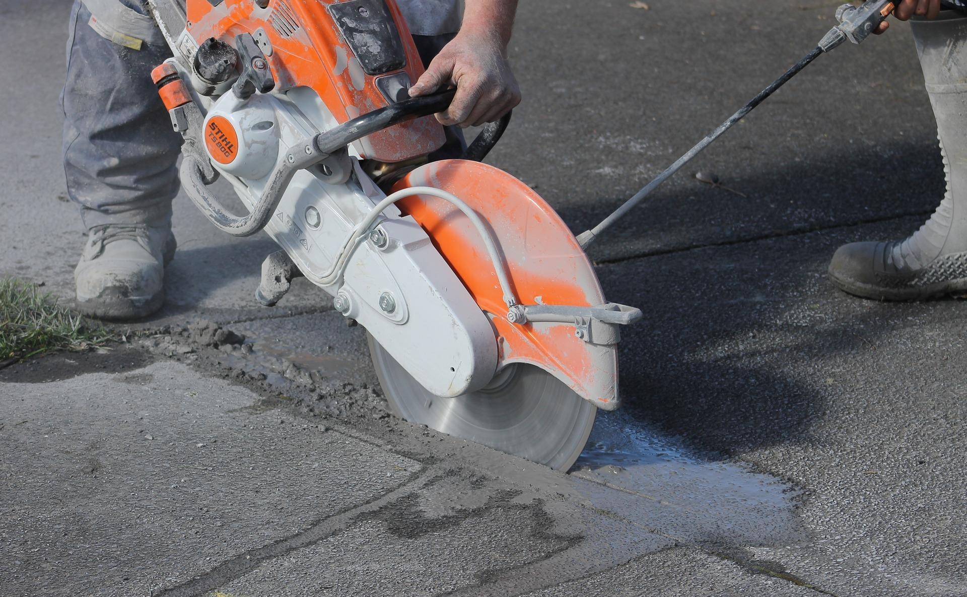 concrete-saw