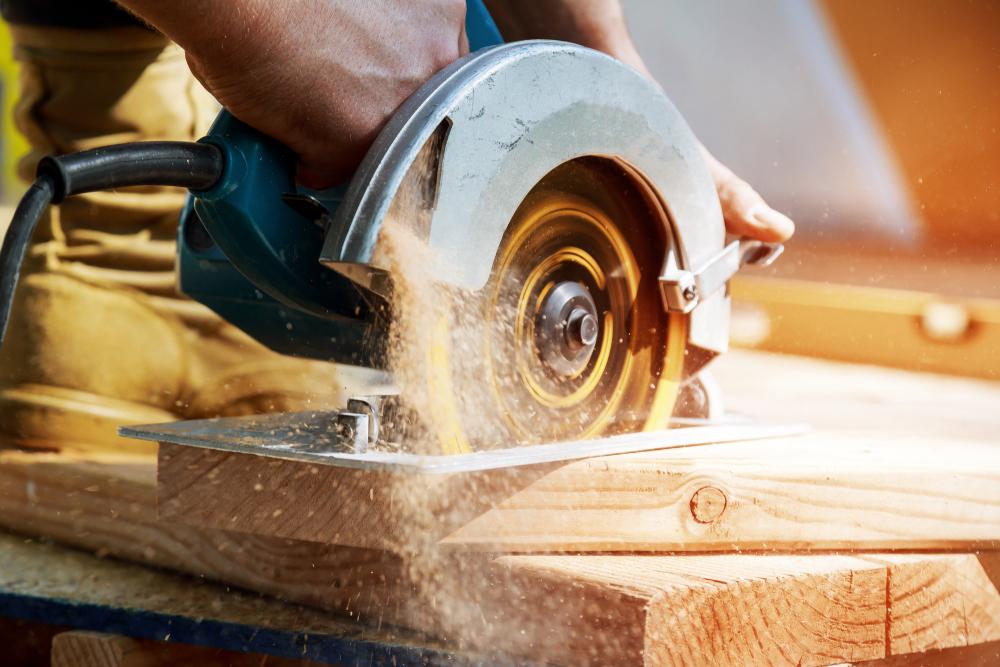 Quiet circular saw